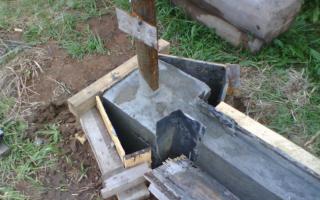 Снимаем опалубку со столба и фундамента